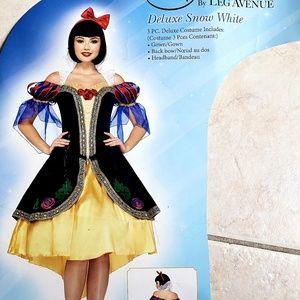Snow White Deluxe Costume